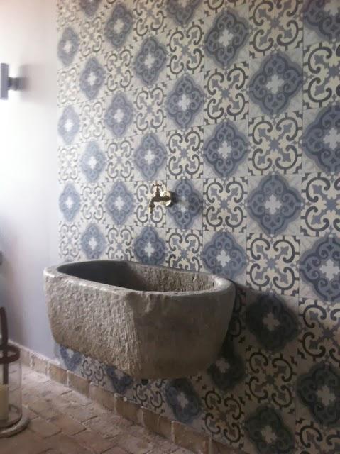Il fascino delle cementine nologo lab - Cementina bagno ...